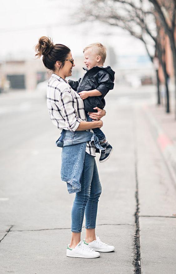 Looks de moda para mamás jóvenes