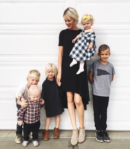 Outfits fashion para mamás jóvenes