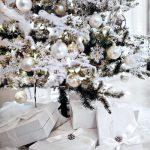Decoración navideña 2017 en color blanco con esferas