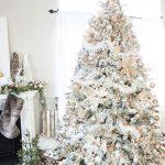 Decoración navideña 2017 en color blanco arbol con nieve