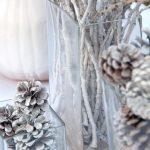 Decoración navideña 2017 en color blanco piñas