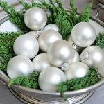 Decoración navideña 2017 en color blanco centro de mesa con esferas