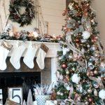 Decoración navideña 2017 en color blanco arbol verde con esferas