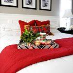Decoraciones navideñas para tu hogar en color rojo con blanco cama con cojines
