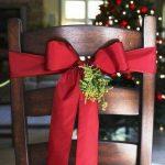 Decoraciones navideñas para tu hogar en color rojo silla con moño