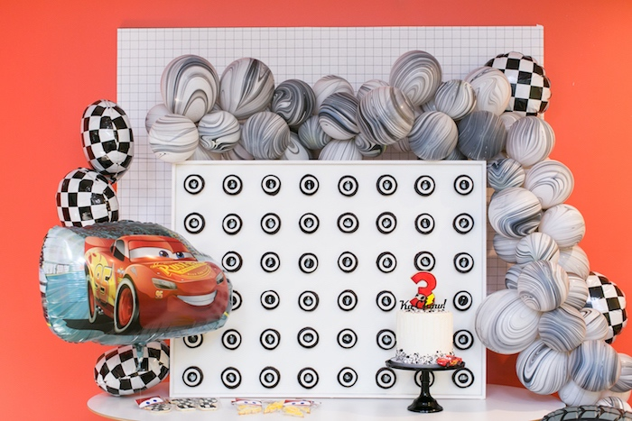 Decoración de mesa principal de cars y rayo mcqueen