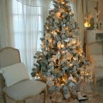 Navidad 2017 tendencias en decoración de pino con color dorado