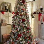 Navidad 2017 tendencias en decoración pino verde con rojo y dorado
