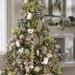 Navidad 2017 tendencias en decoración pino verde con negro y blanco