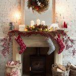 Navidad 2017 tendencias en decoración chimenea con botas y velas