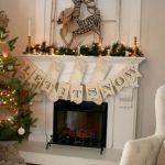 Navidad 2017 tendencias en decoración de chimenea blanca con letrero
