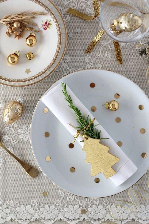 Decoración mesa de navidad en blanco y dorado