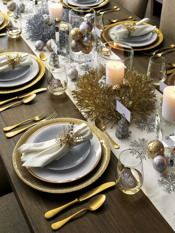 Decoración de Mesas para la Cena de Navidad en Color Dorado