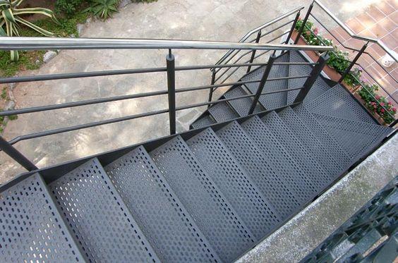 Escaleras para exterior for Escaleras de exterior metalicas