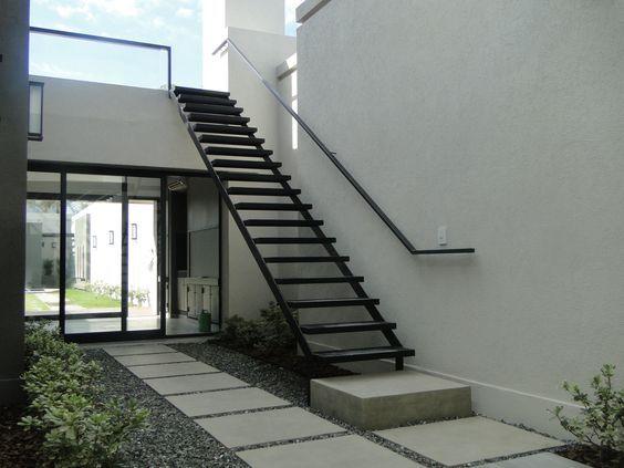 Escaleras modernas para exteriores curso de organizacion for Escaleras para caminar fuera del jardin
