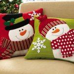 Cojines navideños que le darán un aspecto lindo a tu casa 2017 - 2018 muñeco de nieve