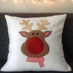 Cojines navideños que le darán un aspecto lindo a tu casa 2017 - 2018 rodolfo el reno