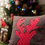 Cojines navideños que le darán un aspecto lindo a tu casa 2017 - 2018 rena rojo