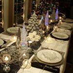Como montar una mesa para la cena navideña 2017-2018 blanca con plateado