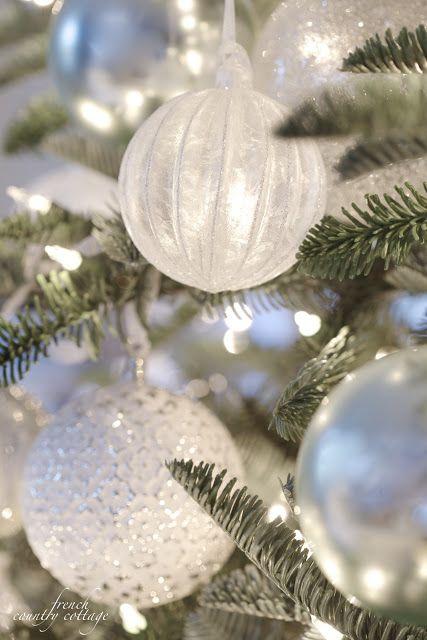Colores de esferas navideñas de moda
