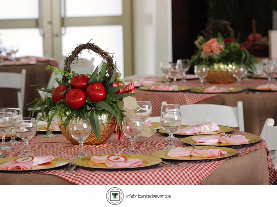 Decoracion para un Baby Shower de Nina en color Rojo (10)