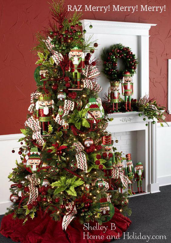 arbol de navidad con cascanueces