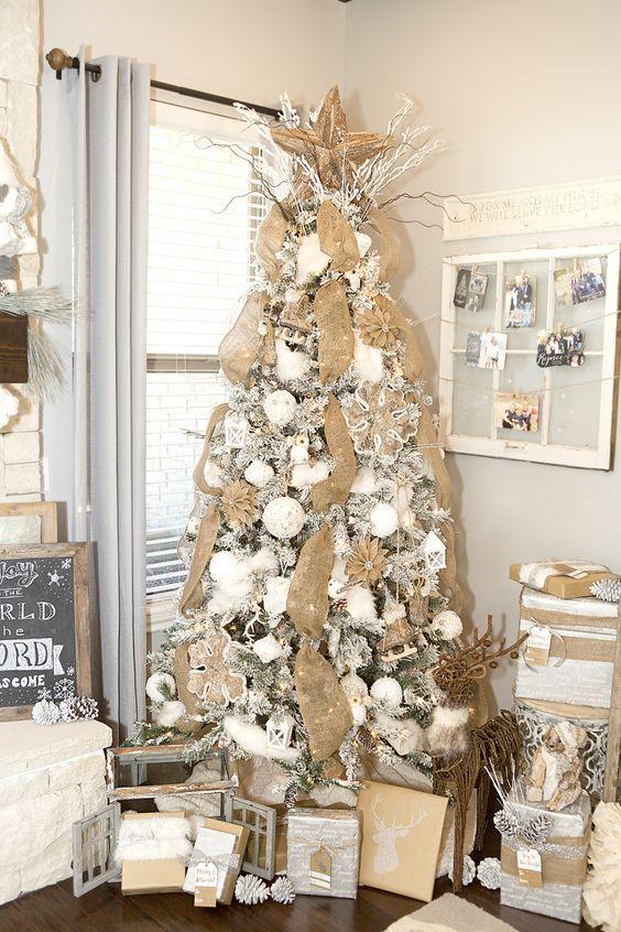 decoracion de arbol de navidad beige y dorado