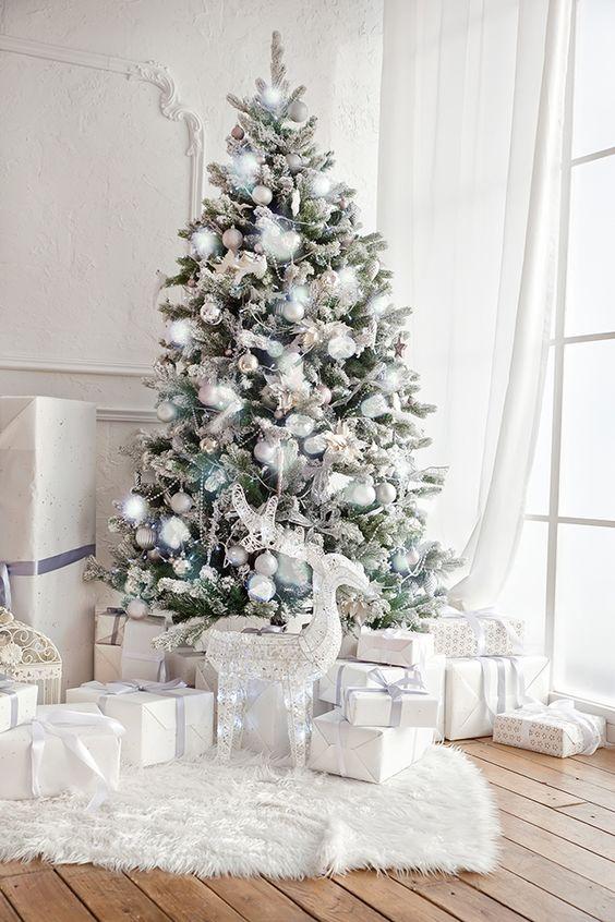 decoracion de arbol de navidad en blanco
