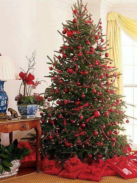 decoracion de arboles navideños con rojo