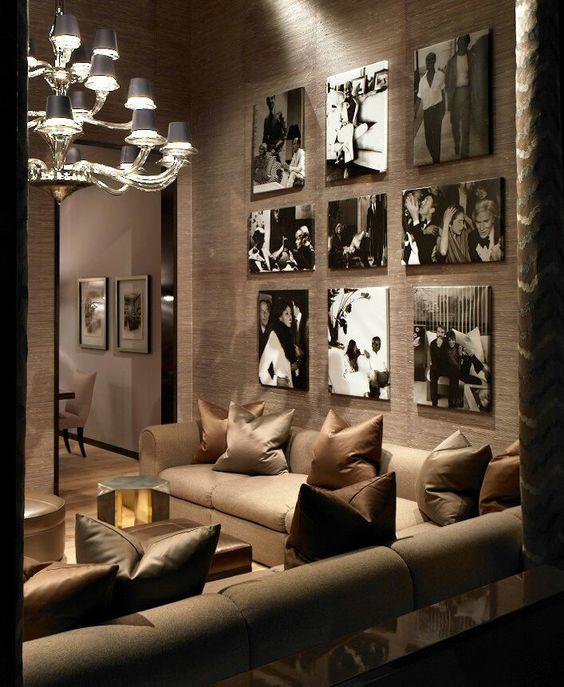 fotografias en la pared de la sala