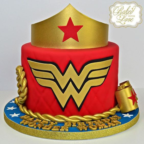 Diseños de pasteles de la mujer maravilla
