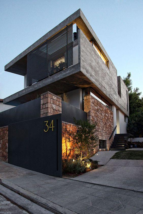fachada de piedra y color negro