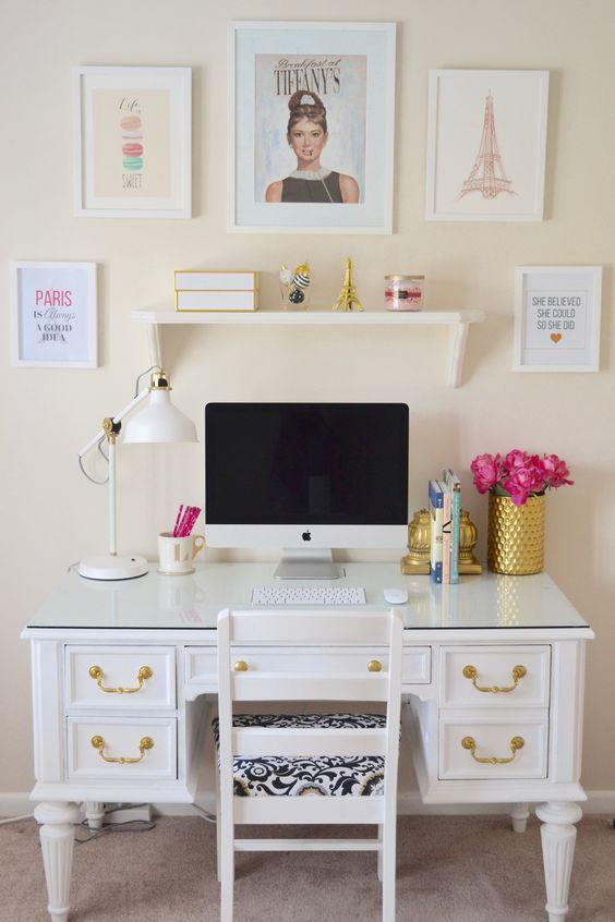 ¿Qué se debe tener en el escritorio?