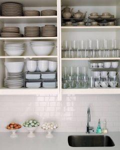 como organizar los vasos en la cocina (5)