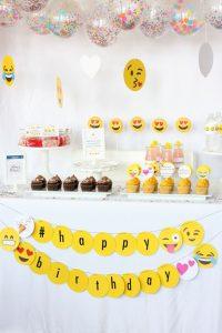 Fiesta de emojis para mujeres