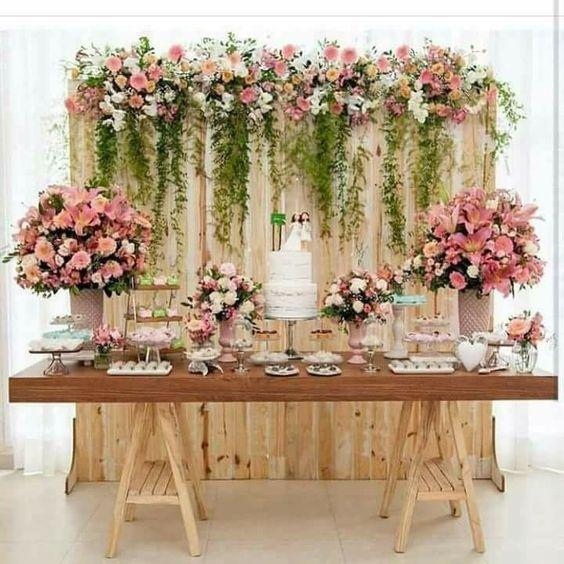 Matrimonio Civil Rustico : Mamparas con guirnaldas de flores y telas para decorar