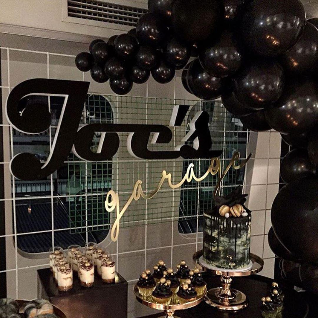 como decorar una fiesta en negro y dorado (1)
