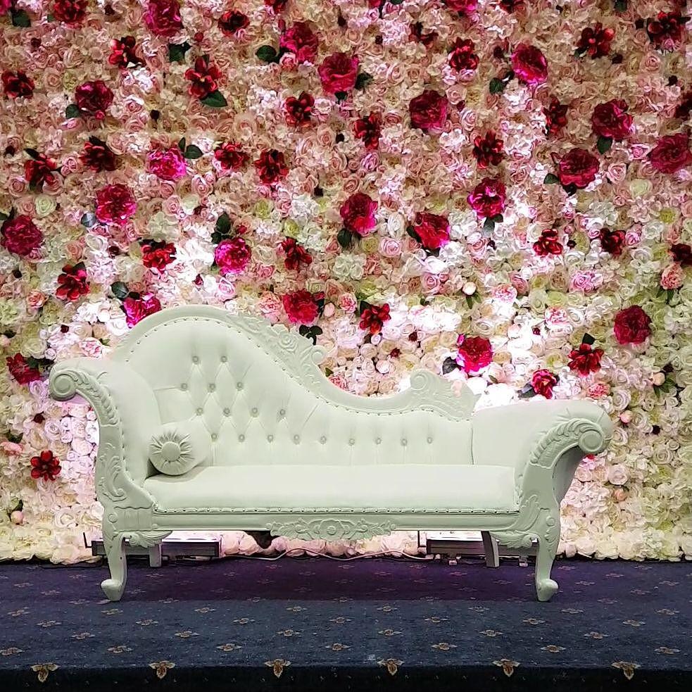 decoracion de eventos con sofa capitonado 2018 2