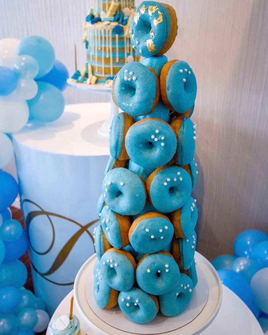 decoracion de torre de donas para mesa de dulces (1)