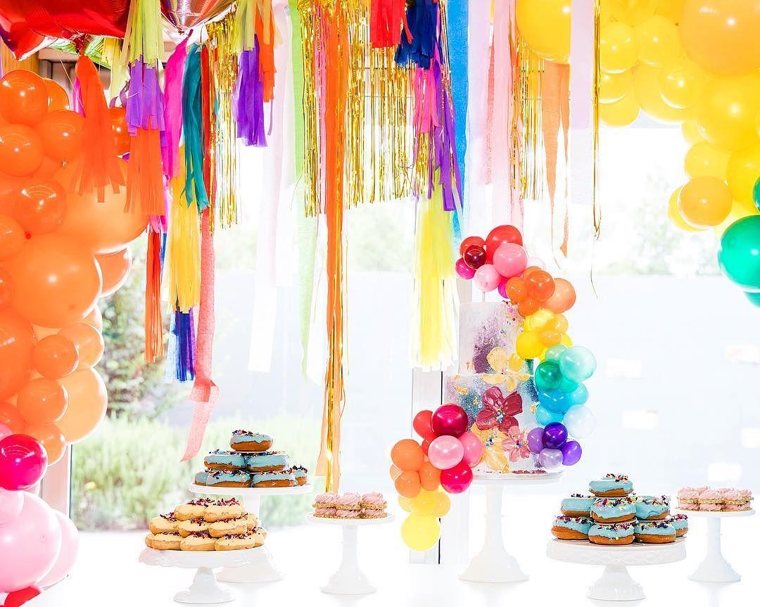 decoracion de torre de donas para mesa de dulces (7)