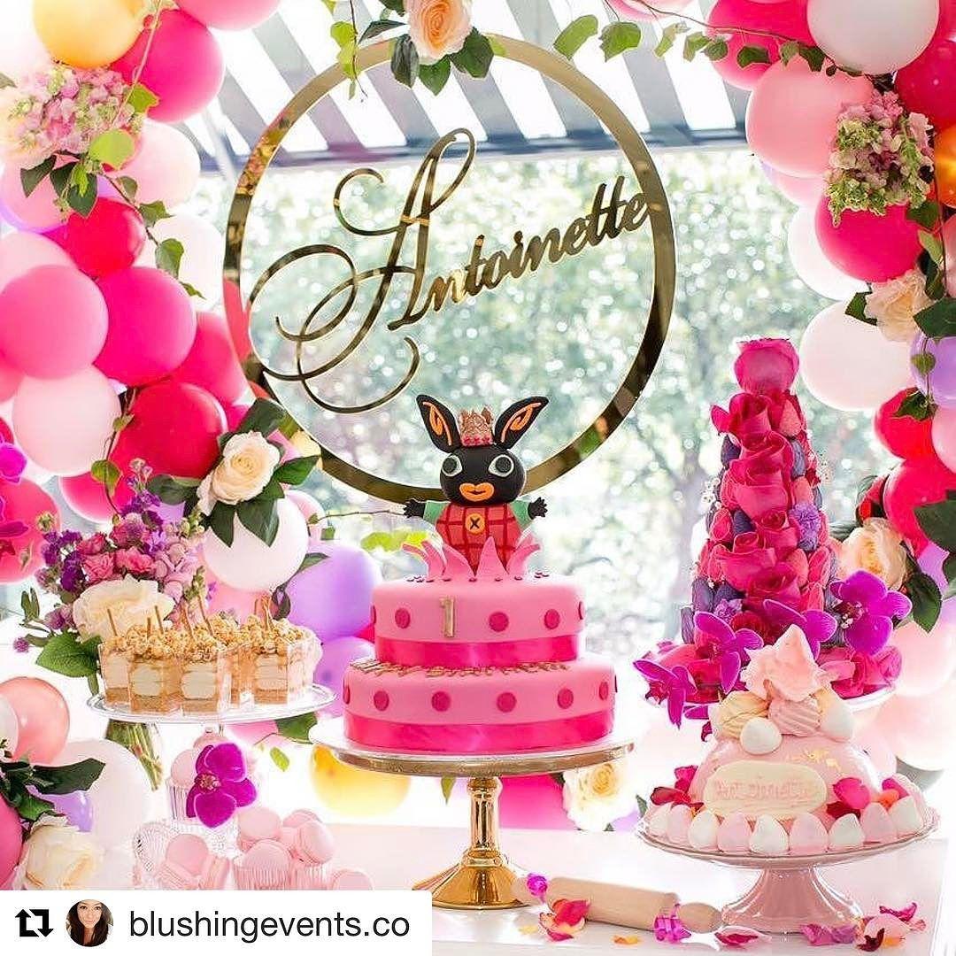 decoracion de torres con fresas y rosas para mesa de postres (3)