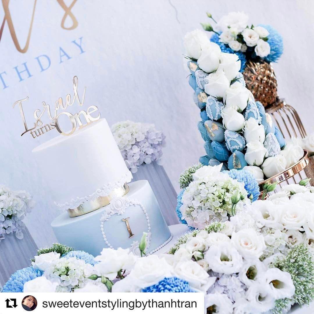 decoracion de torres con fresas y rosas para mesa de postres