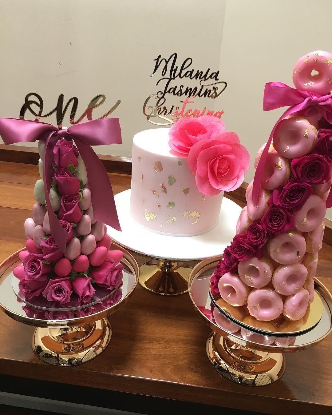 decoracion de torres de fresas con rosas para mesa de dulces