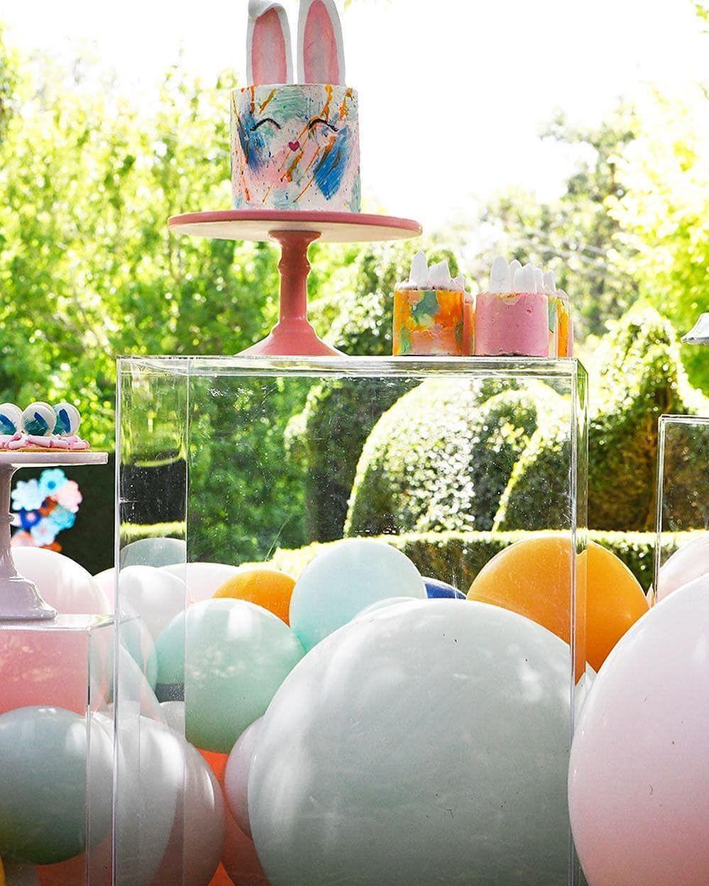 ideas para decorar fiestas con mesa de acrilico (10)