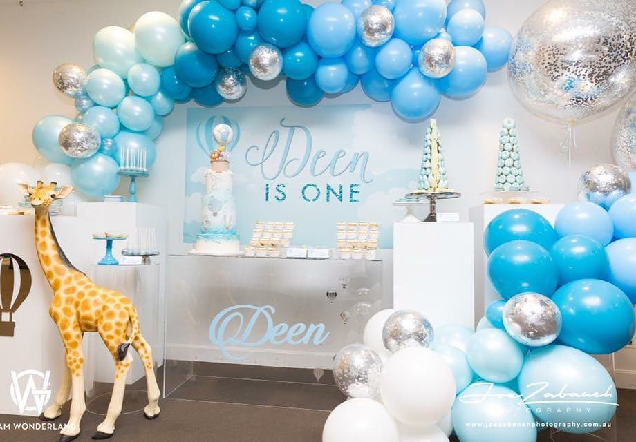 ides para decorar bautizo con globos 2018
