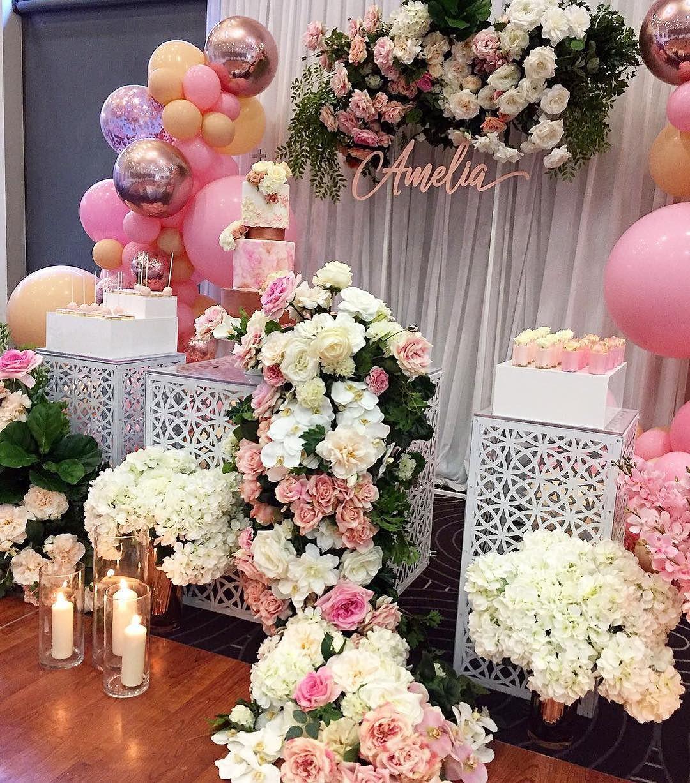 Mamparas con guirnaldas de flores y telas para decorar eventos 100 ideas para dividir o - Fotos para decorar ...