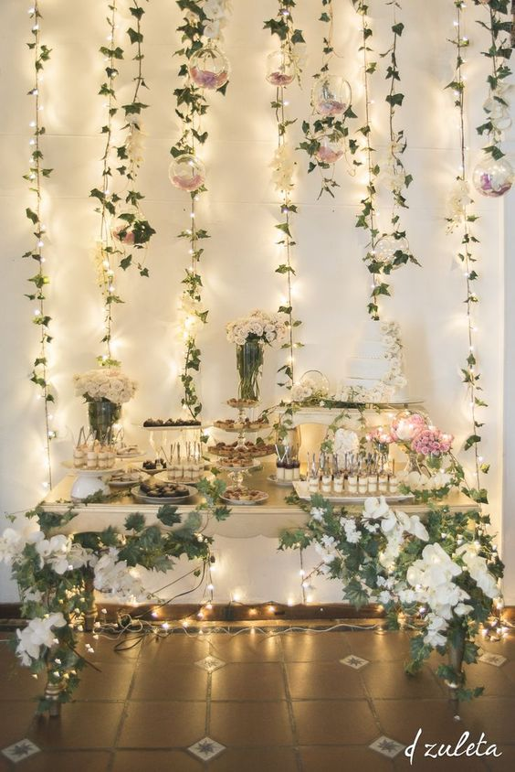 Mamparas con guirnaldas de flores y telas para decorar for Luces led para decorar