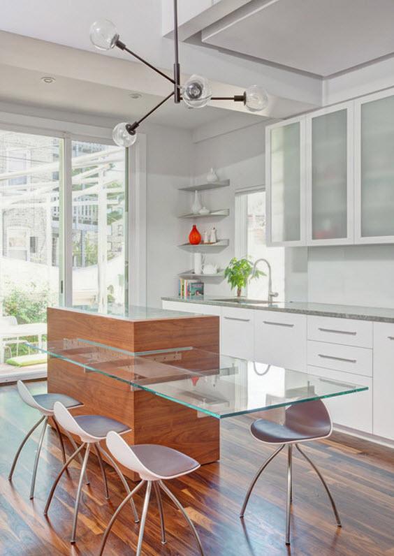 Cocina con isla de vidrio