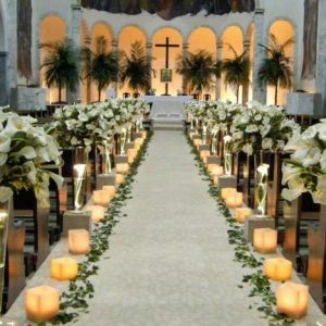 Arreglos florales para pasillo de iglesia
