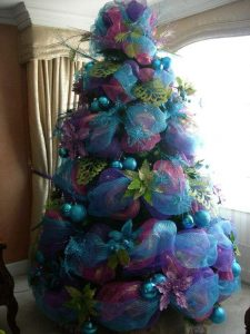 arboles de navidad en azul con mallas